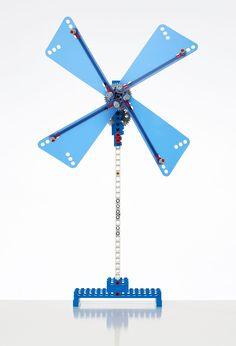 LEGO 9686 machines. De basisset in de serie 'machines en mechanismen'.  Inclusief een boekje met bouwinstructies (geheel in kleur) voor 10 principemodellen en 18 primaire modellen. Inhoud: 396 elementen. Bij de LEGO® producten kunt u gebruikmaken vanGRATIS basissoftware.