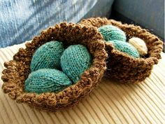 Fuente: http://www.ravelry.com/projects/chesterflower81/mini-easter-egg-pattern