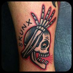 Tattoo by Gonzalo MM en @lastportleon Gracias a @david_diz #tattoo #traditionaltattoo #traditionaltattoospain #leonesp #skull #punkskull #skunx #classictattoo @gonzalolastport