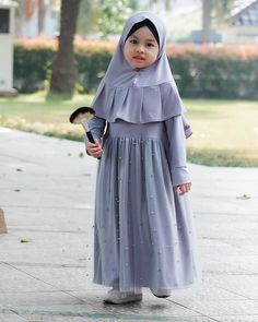 Sewing patterns children little girls 17 Ideas African Dresses For Kids, Little Girl Dresses, Girls Dresses, Muslim Fashion, Hijab Fashion, Dress Fashion, Model Baju Hijab, Modest Dresses, Cute Dresses