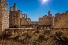 Missouri: Ha Ha Tonka Castle Ruins (Camdenton) - Jon Manjeot/Shutterstock Abandoned Mansions, Abandoned Places, Abandoned Buildings, West Baden Springs Hotel, Ha Ha Tonka, Taylors Falls, Red Rock Amphitheatre, Most Romantic Places, Day Trip