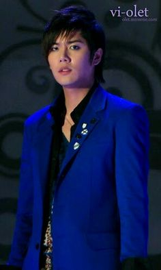 Kyu jong is beautiful in my fave color!!!!