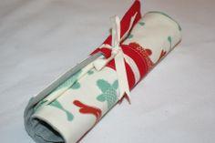 Pochette à couverts en lin et coton bio, serviette assortie. http://kumoandfriends.alittlemarket.com/