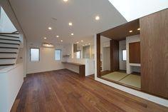 シンプルモダンのリビングに隣接する和室 Zen Style, Interior, Modern, Living Rooms, House Ideas, Home, Yurts, Lounges, Trendy Tree