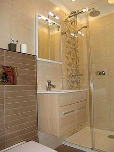 panel fürdőszoba - Google keresés Big Houses, Apartment Therapy, Alcove, Bathroom Lighting, Bathtub, Mirror, Furniture, Flat, Home Decor