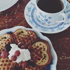 Här firar vi #våffeldagen med Assam Satrupa.  (Var är våffel-emojin?) Waffles, Breakfast, Food, Morning Coffee, Waffle, Meals, Yemek, Eten