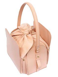 niels peeraer. a very interesting example of a 4 poster handbag