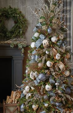 Raz Imports Christmas Themes for 2017 Pre Decorated Christmas Tree, Beautiful Christmas Trees, Christmas Tree Themes, Elegant Christmas, Noel Christmas, Rustic Christmas, Xmas Decorations, Christmas Wreaths, Christmas Crafts
