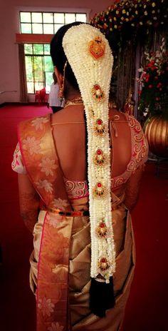 Scarf Hairstyles, Bride Hairstyles, South Indian Wedding Hairstyles, Wedding Saree Blouse Designs, Hair Scarf Styles, Bridal Braids, Beautiful Long Hair, Wedding Looks, Bridal Hair Accessories