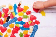 Îndulcitorii artificiali consumați ocazional și în cantități mici nu prezintă riscuri pentru copii. Iată cum îi poți folosi corect. Kids And Parenting, Sugar, Cookies, Cool Stuff, Desserts, Food, Parents, Crack Crackers, Tailgate Desserts