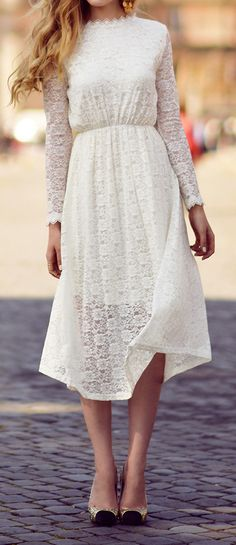 Love this gorgeous white lace midi dress. We'd team with a scruffy up do and a chunky necklace with some sassy wedges!