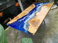 Epoxy resin transparent table handcrafted custom fish draw most beautiful table (made to order). Type of wood: Menghundor Time to make: The entire process is handmade in 3 - 4 weeks. Bar Top Epoxy, Epoxy Table Top, Diy Table Top, Coffee Table To Dining Table, Round Wood Coffee Table, Patio Table, Diy Resin Wood Table, Epoxy Resin Table, Diy Resin Projects