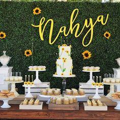 Baby Shower Cake Vintage Dessert Tables Ideas For 2019 Baby Shower Desserts, Baby Shower Table, Baby Shower Cakes, Baby Shower Themes, Shower Ideas, Sunflower Birthday Parties, Sunflower Party, Sunflower Baby Showers, Vintage Dessert Tables