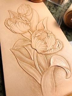 鬱金香 Tulips Tote Bag #totebag #tulips #trioleatherart #仨革藝 #皮革 #dinnidworkshop #handmade #workshop #leatherwork #leathercarving #leathertooling #皮雕 #皮雕工藝 #鬱金香