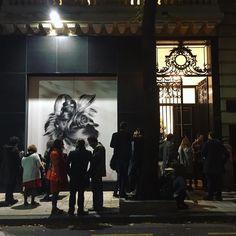 Nos reunimos alrededor de lo que más nos gusta! #mirandabosch #gallery #galeria #recoleta #night #evento #noche #art #arte #reunion #miercoles