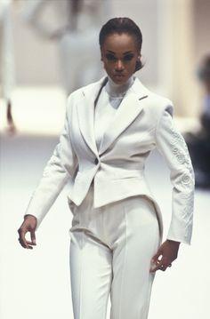80s And 90s Fashion, Fashion Line, Retro Fashion, Runway Fashion, 90s Models, Runway Models, Black Supermodels, Thin Legs, Tyra Banks