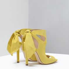 ZARA Leather High Heeled Sandals Size 8 Highly sought after ZARA Leather High Heeled Sandals with tie back ribbon in Size 8 (Euro 38) Zara Shoes Sandals