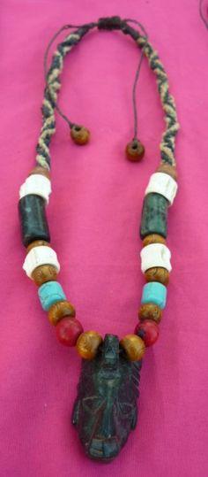 Dije de Jade serpentino, cuentas de madera, semillas, vertebras y jade, tejido a mano con hilo encerado e hilo hemp.