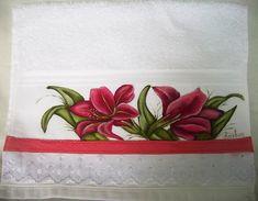 Toalha de lavabo pintada à mão, com acabamento em bordado inglês, há opções de cores e temas a serem pintados.  O preço refere-se a unidade.