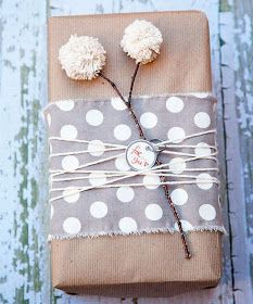 DIY gift wrapping ideas like how to make a wax paper bow Present Wrapping, Creative Gift Wrapping, Creative Gifts, Simple Gift Wrapping Ideas, Baby Gift Wrapping, Diy Wrapping, Wrapping Papers, Pretty Packaging, Gift Packaging
