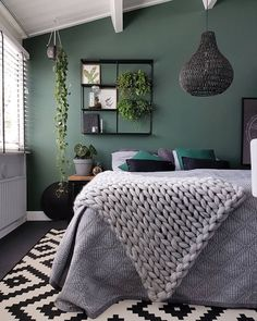 Extraordinary christian grey bedroom ideas that will impress you Bedroom ideas Grey Bedroom Ideas – from the super glam to the ultra modern - Shopy Homes Grey Green Bedrooms, Green Bedroom Walls, Accent Wall Bedroom, Green Rooms, Gray Bedroom, Trendy Bedroom, Bedroom Inspo, Home Decor Bedroom, Bedroom Furniture