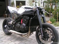 Modern Day Cafe Racer - Butze's Triumph Daytona 955i | Custom Fighters