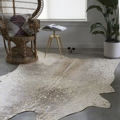 Shop for Clayton Pewter/ Gold Faux Cowhide Rug (5' x 6'6). Get free shipping at Overstock.com - Your Online Home Decor Outlet Store! Get 5% in rewards with Club O! - 22898153