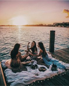 23 Sweet Summer Travel Photo Ideas with Best Friends 23 Sweet Summer Travel Photo Ideas with Best Friends,Visionboard Related Vintage Summer Vibes Inspiration Bilder - - summer vibesFive Female. Photos Bff, Best Friend Photos, Best Friend Goals, Friend Pics, Bff Pics, Shooting Photo Amis, Fun Sleepover Ideas, Sleepover Room, Cute Friend Pictures