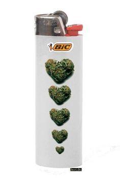 Follow @stoner_club Good Weed Good Week :) #holidaze lighter