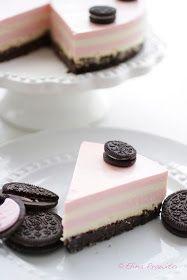 bake-a-boo: Oreo & Strawberry-Vanilla layers Cheesecake use recipe to make rainbow cheesecake