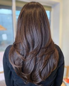 Long Feather Cut for Thick Hair Long Hair With Bangs, Long Hair Cuts, Thick Hair, Hair Cuts For Volume, Feathered Hair Cut, Feathered Hairstyles, Hairstyles With Bangs, Hairstyle Ideas, Medium Hair Styles