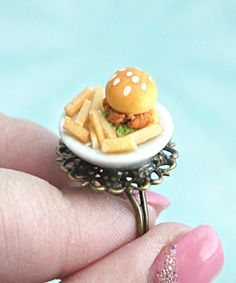Polymer Clay Miniatures, Polymer Clay Charms, Polymer Clay Jewelry, Miniature Crafts, Miniature Food, Handmade Burger, Biscuit, Cute Clay, Tiny Food