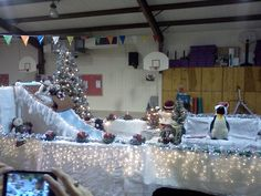 Snow Hill Parade Float for the Night of Lights Christmas Float Ideas, Christmas Parade Floats, Grinch Christmas, Homecoming Floats, Homecoming Parade, Christmas Backdrops, Christmas Decorations, Halloween Parade Float, Christmas Storage
