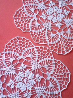 """Żadna inna rzecz nie da ci tyle wolności co pasja. Crochet Applique Patterns Free, Crochet Flower Patterns, Crochet Diagram, Filet Crochet, Crochet Motif, Crochet Doilies, Crochet Flowers, Crochet Table Runner, Crochet Tablecloth"