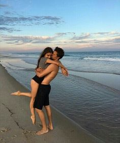 Imagen de love, couple, and beach, aesthetic, baby, bae, boy, couple, girl, friend, cute, lovely, copuples, cute, sun, jadison, kelsey calemine, kiss, hug, madison beer, smile, happy fun, life