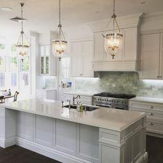 That Hamptons style. Kitchen by @stevesjoinery #illawarra #hamptons…