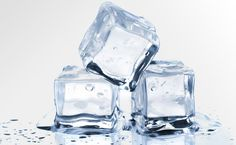 Las duchas de agua fría se han transformado en una rutina denominada 'terapia del hielo'. Descubre en qué consiste de la mano de MUJER CHIC y rejuvenece tu rostro casi sin darte cuenta.