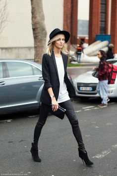 Chic street style on Anja Rubik.