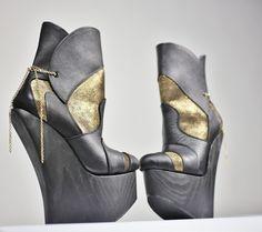 kultakengät! Wedges, Gold, Shoes, Fashion, Moda, Zapatos, Shoes Outlet, Fashion Styles, Shoe