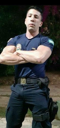 Tight Jeans Men, Sexy Military Men, Jogging, Hot Cops, Men In Uniform, Muscular Men, Male Beauty, Sexy Men, Muscle
