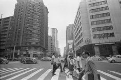 Esquina da Avenida Ipiranga com São João, sem o Minhocão. Em 1969 a esquina ainda não era a famosa cantada por Caetano Veloso. A música foi composta em 1978