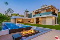 A magnificent Beverly Grove Modern Home with breathtaking city and ocean views — an extraordinary and unique find, even in Beverly Hills. Mega Mansions, Modern Pools, Luxury Homes Dream Houses, Modern Mansion, Dream House Exterior, Modern House Design, Luxury Real Estate, Modern Architecture, Future House