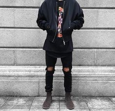 Today we have a list of 20 Stylish Ripped Jean Outfits for Men for the winter. Ripped jeans are a great fashion statement when for street style guys. Outfit Jeans, Tomboy Outfits, Grunge Outfits, Jean Outfits, Fresh Prince, Sneakers Mode, Sneakers Fashion, Cardigan Style, Urban Fashion