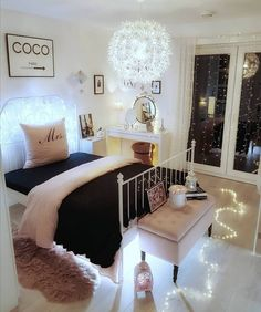 52 Warm and Romantic Bedroom Bed Decoration Ideas These trendy Bedroom ideas would gain you amazing compliments. Check out our gallery for more ideas these are trendy this year. Girl Bedroom Designs, Bedroom Themes, Bedroom Colors, Bedroom Decor, Bedroom Ideas, Dream Rooms, Dream Bedroom, Awesome Bedrooms, Trendy Bedroom