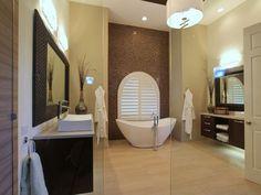 meuble salle de bains en bois foncé, vasques à poser et baignoire îlot