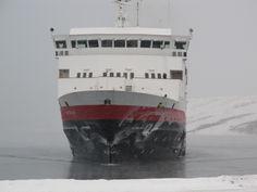 """Die """"Vesteralen"""" läuft in Kirkenes ein."""