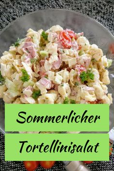 Ingredients 500 g tortellini 1 cucumber 15 st cherry tomatoes 200 g cooked ham 150 g Edam cheese of course goes with every other 1 250 g glass of lettuce cream 150 g natural yoghurt 1 clove of garlic Salat Al Fajr, Edam Cheese, Holiday Party Appetizers, Pasta Salad With Tortellini, How To Cook Ham, Wonderful Recipe, Daily Meals, Cherry Tomatoes, Salad Recipes