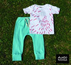 Remera en jersey con estampa pintas rojas. Pantalón en reeb de algodón aguamarina. Talles 3 / 6 / 9 / 12 meses.