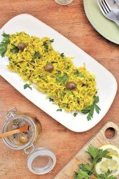 Alho-francês com grão à Brás (sem glúten) - Receita - SAPO Lifestyle Tofu, Risotto, Healthy Eating, Healthy Food, Grains, Healthy Recipes, Curry, Veggies, Rice