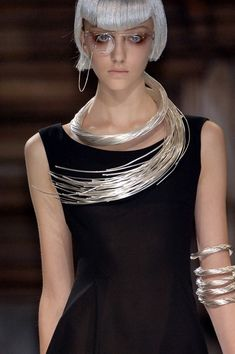 vvv Yohji Yamamoto Spring 2007. We'd best be finding attractive ways to wear VR devices...
